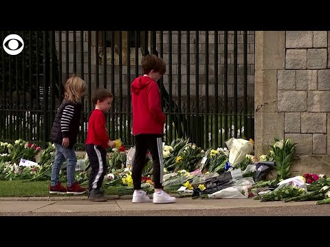 Web extra: mourners leave flowers and cards at windsor castle in tribute to prince philip