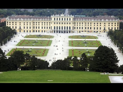 Top 10 largest palaces in the world