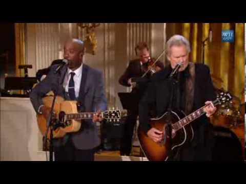 """Darius rucker & kris kristofferson perform """"pancho and lefty"""" 